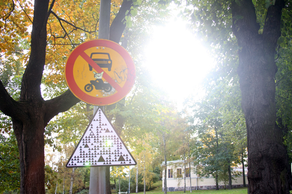 road-signs-for-robot-cars-8