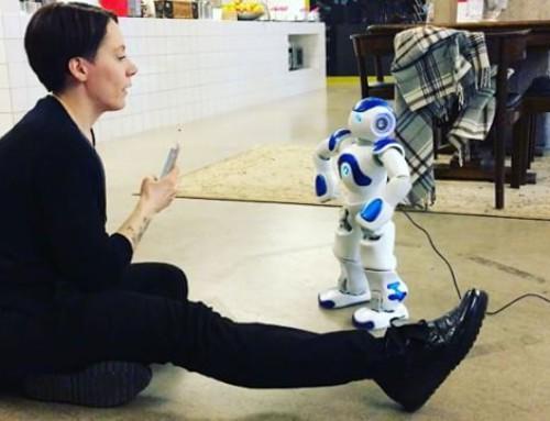 #perjantaikevennys: Nao-robotti kylässä seiskalinjalla. Tervetuloa keinoäly!